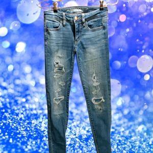 A.E.O. size 0 distressed skinny jeans. E.U.C.